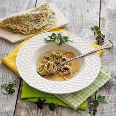 Wildkräuter-Frittaten (Foto: A. Jungwirth) Frittata, Kraut, Ramen, Spaghetti, Ethnic Recipes, Food, Stew, Easy Meals, Food Food