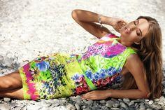 Tendinte primavara-vara 2013: 12 rochii in imprimeuri florale deosebite: Rochie futurist-exotica