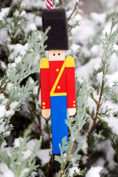 How to Make a Wooden Toy Soldier Ornament Crafters big and small will delight in making a Wooden Toy Soldier Ornament with craft sticks paint and one extra unique craft material. Popsicle Stick Christmas Crafts, Popsicle Sticks, Craft Stick Crafts, Diy Christmas Gifts, Handmade Christmas, Christmas Fun, Holiday Crafts, Crafts For Kids, Christmas Decorations
