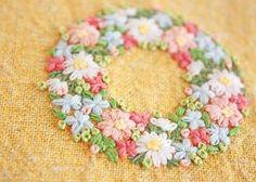 いいね!598件、コメント9件 ― @yula_handmade_2008のInstagramアカウント: 「* . 暖色系の花に、グリーンの葉っぱ、 . この配色が一番、目に優しいなぁーと思います☺️ . .…」