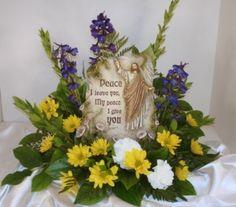 Jackson Florist  #Sympathyflowers #sympathyfloralarrangement #funeralflowers #keepsakeitems