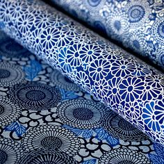 The blue flower which blooms on Japanese paper. This Japanese paper is my favorite. I sometimes wrap gift in this paper. My friend is very glad. Japanese Textiles, Japanese Patterns, Japanese Design, Motifs Textiles, Textile Patterns, Paper Patterns, Japanese Paper, Japanese Fabric, Craft Clay