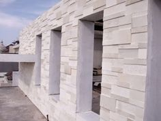 Jenis Batu Alam Terbaik Untuk Dinding Room Under Stairs, Stone Accent Walls, Pool Fountain, Boundary Walls, Stone Facade, Artificial Stone, House Front Design, Wall Design, Exterior Design