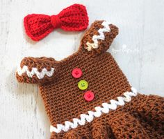 This Gingerbread Girl dress is too cute! Perfect for Halloween costumes or Holiday parties! Get the free crochet pattern by Repeat Crafter Me and make it with Vanna's Choice (toffee and white) and a size H crochet hook. The best part? It's a FAST FINISH project too!