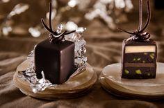 Chocolate Ganache Petit Fours Recipe Chocolate Garnishes, Chocolate Ganache, Melting Chocolate, Choco Chocolate, Divine Chocolate, Unique Desserts, Mini Desserts, Delicious Desserts, Tea Cakes