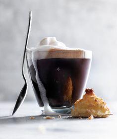 varm kaffe og makron