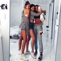 Shared by B r a n d y ❀. Find images and videos about fashion, style and girls on We Heart It - the app to get lost in what you love. Best Friend Pictures, Bff Pictures, Cute Photos, Cute Friend Photos, Squad Pictures, Friend Pics, Bff Pics, Bffs, Bestfriends