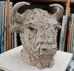Sculpture Ideas, Sculptures, Lion Sculpture, Pottery Animals, Bison, Clay Projects, Cows, Sculpting, Diy And Crafts