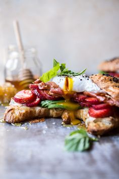 Strawberry, Basil and Crispy Prosciutto Breakfast Sandwich - deliciously easy, melt in your mouth, sandwich. Breakfast Desayunos, Breakfast Recipes, Breakfast Croissant, Croissant Sandwich, Best Sandwich Recipes, Prosciutto Crudo, Hangover Food, Ideas Sándwich, Salads