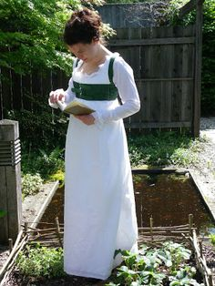 Kleidung um 1800: front closing gown