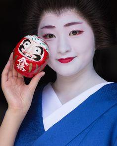 いいね!40件、コメント5件 ― yuさん(@ikey7o)のInstagramアカウント: 「. 紗月ちゃんとだるまシリーズ。続きます . #京都 #祇園 #祇園甲部 #芸妓 #舞妓 #着物 #ポートレート #ポートレート部 #japan #japanese #kyoto #gion…」