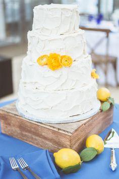 Rustic iced cake: http://www.stylemepretty.com/wisconsin-weddings/madison-wi/2015/05/06/modern-wisconsin-art-center-wedding/ | Photography: Paper Antler - http://www.paperantler.com/