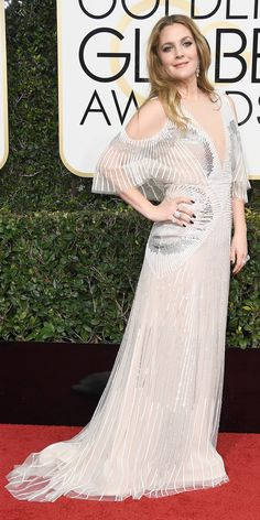 From Nicole Kidman to Sarah Jessica Parker, take a look at all the stars who exposed their shoulders at the 2017 Golden Globe Awards.