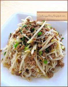 Stir-Fried Shirataki Noodles with Spicy Ground Pork | Cooking Gallery (minus the spicy ingredients!) - Low Carb Recipe