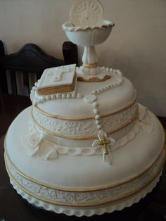 Torta de Primera comunión Comunion Cakes, Cake Paris, First Holy Communion Cake, First Communion Decorations, Religious Cakes, Confirmation Cakes, Occasion Cakes, Cakes And More, Cake Designs