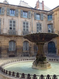 Aix en Provence, costa azul de Francia. Aix En Provence, Provence Style, Provence France, European Holidays, French Countryside, Rhone, Ponds, Water Features, Us Travel
