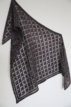 Dream Vacation Shawl by Klara Zhulamanova, knitted by AllaKonstantinova | malabrigo Lace in Pearl Ten