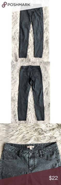 """CAbi Jeans Style #966 Great conditions. 8"""" front rise, 29"""" inseam, 14.5"""" waist, Jeans Skinny"""