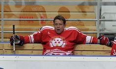"""ПАВЕЛ БУРЕ: РОССИЙСКОЙ СБОРНОЙ НУЖНА УДАЧА НА ЧМ-2016 - Хорошо, что ЧМ будет проходить в России. Очень много игр будет на """"ВТБ Арена"""", которую я считаю на сегодняшний день лучшим хоккейным комплексом в Европе. Наша российская сборная - всегда сильная, всегда является фаворитом. Не всегда все получается, но то, что будет сильная сборная, я уверен. Очень сложно предугадать, кто выиграет, потому что уровень примерно одинаковый. Мы можем обыграть любую команду, но в спорте еще есть удача."""