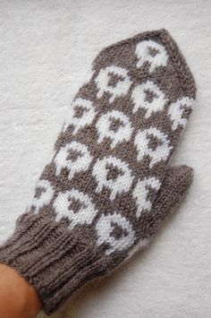 Fingerless Mittens, Knit Mittens, Mitten Gloves, Fair Isle Knitting, Baby Knitting, Knitting Projects, Knitting Patterns, Pixel Pattern, Last Stitch