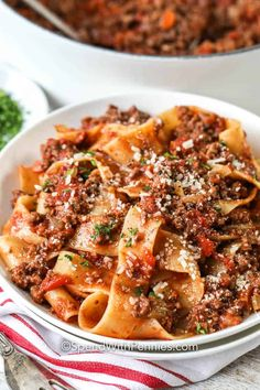 Classic Homemade Bolognese Sauce (Pappardelle) {A Flavorful Weeknight Meal} - Spend With Pennies Homemade Bolognese Sauce, Homemade Meat Sauce, Homemade Lasagna, Marinara Sauce, Best Chili Recipe, Chili Recipes, Pasta Recipes, Dinner Recipes