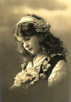 Vintage girl. I want pictures taken like this of my children. I just think its so beautiful