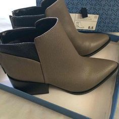 BRAND NEW VERA WANG BOOTS Brand New have never been worn! Vera Wang Shoes Ankle Boots & Booties