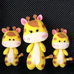 1,051 ακόλουθοι, ακολουθεί 392, 468 δημοσιεύσεις - Δείτε φωτογραφίες και βίντεο στο Instagram από το χρήστη ✨Ateliê da Vivi ✨ (@ateliedavivi_) Felt Giraffe, Felt Material, Felt Crafts, Pikachu, Quilting, Stitch, Dolls, Sewing, Cute