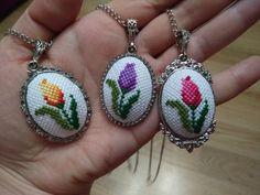 Tiny Cross Stitch, Butterfly Cross Stitch, Cross Stitch Bookmarks, Cross Stitch Needles, Felt Embroidery, Cross Stitch Embroidery, Cross Stitch Patterns, Embroidery Designs, Button Hole Stitch