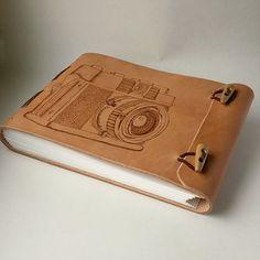originálny kožený zápisník / handmade / leather / bookbinding / ručne viazaný / kožený fotoalbum / Naše diela - fotogaléria Handmade Notebook, Diy Notebook, Handmade Books, Leather Book Covers, Leather Books, Leather Notebook, Leather Journal, Leather Bags Handmade, Leather Craft