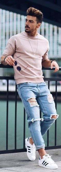 15 Holiday Outfit Ideas For Men On Budget is part of Sneakers men fashion - Here are 15 stylish yet comfortable holiday outfits for men to style for their next trip Have a look and change your style! Summer Outfits Men, Holiday Outfits, Outfits For Men, Mens Holiday Clothes, Sneakers Mode, Sneakers Fashion, Running Sneakers, Men's Sneakers, Mens Fashion Outfits
