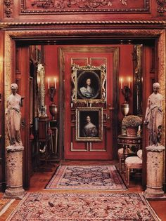 Eye For Design: Decorate Your Interiors With Classical Statuary Victorian Homes, Victorian Era, Victorian Interiors, French Interiors, Victorian Decor, Art Deco, Red Rooms, Dark Rooms, Gothic House