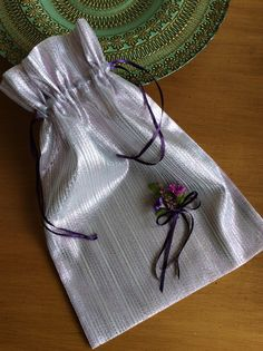 Ayakkabı torbası Gift Bags, How To Make, Gifts, Needlepoint, Presents, Goody Bags, Treat Bags, Favors, Gift