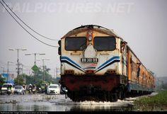 RailPictures.Net Photo: BB 301 09 PT. Kereta Api Indonesia (Persero) Krupp M1500BB at Sidoarjo, Indonesia by Jonathan van de Bolang