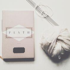 I 2015 vil jeg læse Plath. Og strikke noget mere.