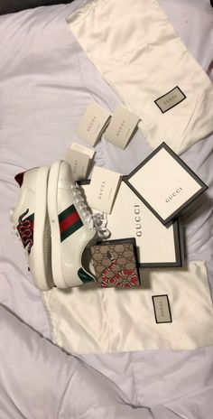Gucci shoes and wallet - Mens Gucci - Ideas of Mens Gucci - Gucci shoes and wallet Gucci Fashion, Mens Fashion, Street Fashion, Marca Gucci, Tenis Gucci, Gucci Tshirt, Gucci Gang, Coffee With Friends, Gucci Boots