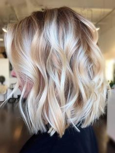 It's true, you can observe that balayage works pretty nicely with all hair lengths. Still another website to explain to you how balayage is finished. You can't fail with this gorgeous b… Medium Hair Styles, Short Hair Styles, Bob Styles, Ponytail Styles, Blond Ombre, Blonde Balayage Bob, Short Balayage, Short Ombre, Short Wavy