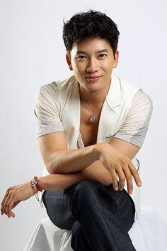 지성  池誠  Jisun  Born: Kwak Tae-gun  27 February 1977  Protect the Boss, Save the Last Dance  bouncing, pure characters