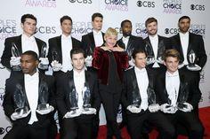 Olha ela aí com todos os trofeus e esses boys deusos... Cada um melhor que o outro!