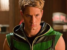 Oliver Queen - The Green Arrow (Justin Hartley) - Smallville