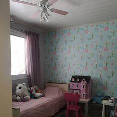 Tyttären huone, vaaleanpunainen, majvillan wallpaper, roosa Decor, Bed, Furniture, Home Decor, Toddler Bed