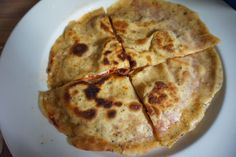 Goezlizza - Goezleme und Pizza in einem - mit Salami und Kaese Jamie Oliver, Snacks, Smoothie, Nom Nom, Buffet, Food And Drink, Cheese, Recipes, Cologne