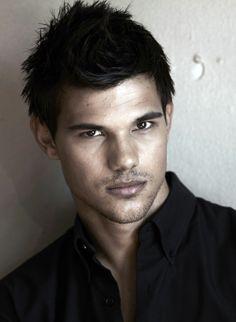 Taylor Lautner Photo: New Total Film Magazine Outtakes Taylor Lautner, Gorgeous Men, Beautiful People, Hello Beautiful, Pretty People, Raining Men, Jacob Black, Poses, Twilight Jacob