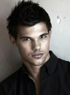 "Taylor Lautner.. one of my sexy bfs ;) - Can only post cute guys now cuz Ryan just called Carrie Underwood his ""babe"""