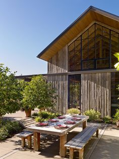 Exterior, house building type, and wood siding material country garden hous Renovation Facade, Barn House Design, Wood Siding, Modern Exterior, House And Home Magazine, Inspired Homes, Patio Design, Building A House, Outdoor Living