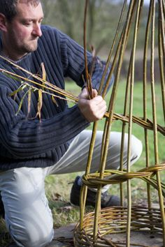 Edenbridge, Kent A day to make functional, beautiful garden structures. Obelisks, sweet pea frames, mini-hurdles, 'sunflower' plant supports... learn some strong, reliable weaves to shape your structures