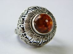 IMAGO ARTIS, projekt Andrzej Folfas Amber Ring, Amber Jewelry, Ethnic Jewelry, Jewelry Box, Jewelry Rings, Silver Jewelry, Jewelry Making, Silver Rings With Stones, Gold And Silver Rings