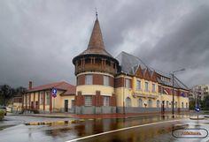 Berettyóújfalu levente ház.♥ Homeland, Hungary, Mansions, Street, House Styles, Home Decor, Decoration Home, Manor Houses, Room Decor