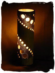 Lamparas artesanales de bambu - luz de lis Pvc Pipe Crafts, Pvc Pipe Projects, Diy Wood Projects, Bamboo Light, Bamboo Lamp, Art Shed, Bamboo Crafts, Bamboo Design, Mural Wall Art