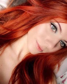 To express an adorable and hot looking, hair shade assumes a significant job. - - To express an adorable and hot looking, hair shade assumes a significant job. Bright Red Hair, Red Hair Color, Bright Copper Hair, Red Orange Hair, Beautiful Red Hair, Beautiful Redhead, Pretty Red Hair, Green Wig, Red Wigs